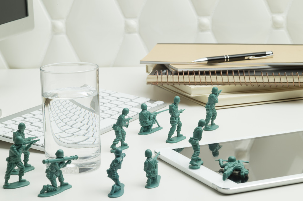 Miniature soldiers are fighting on the desk